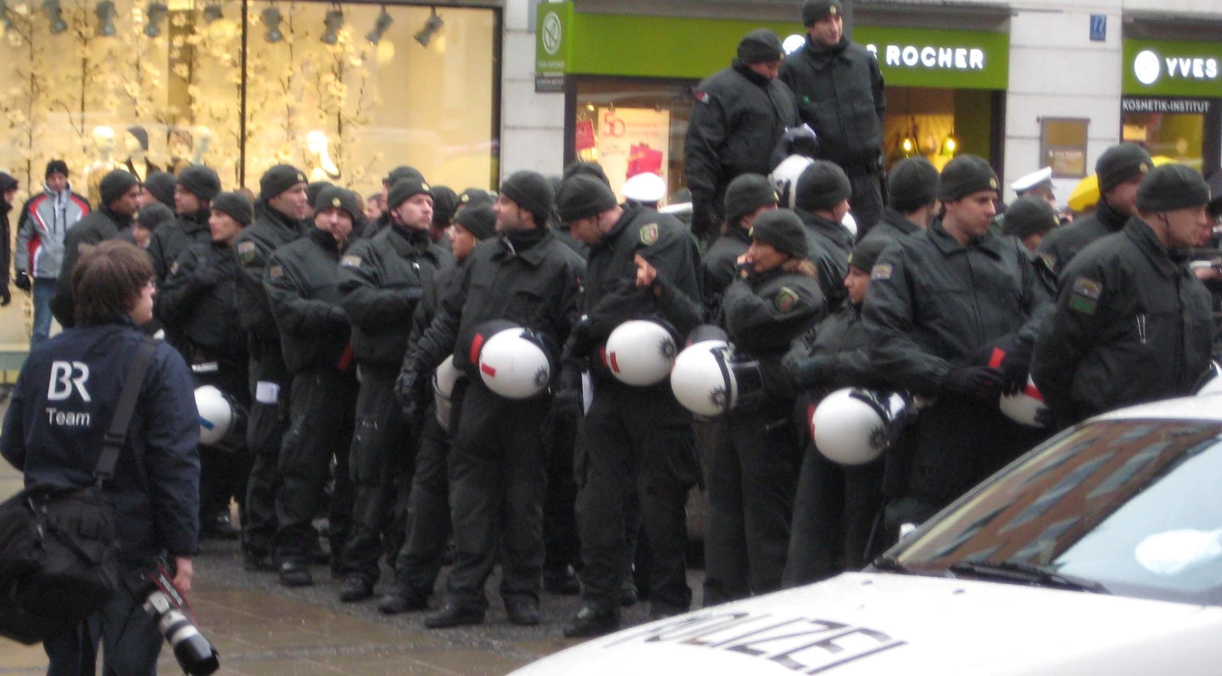 Polizei in Ausgangsstellung